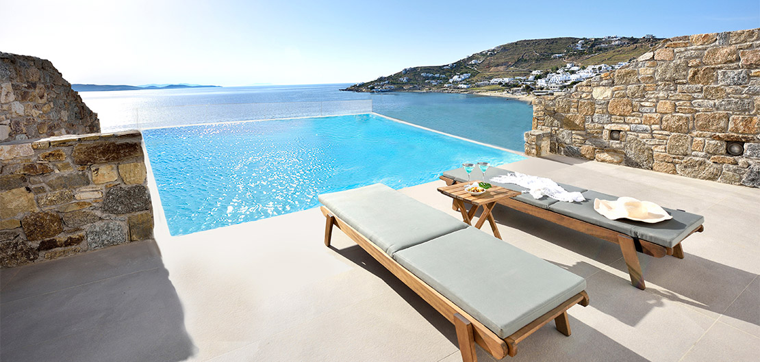 EXECUTIVE SEA VIEW SUITE WITH INFINITY PRIVATE  POOL